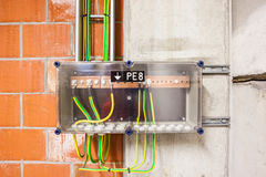 Cable de tierra amarilla y verde Fotos de archivo libres de regalías