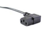 Cable eléctrico negro del ordenador aislado sobre el fondo blanco Imagen de archivo