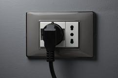 Cable negro en zócalo del shuko Imagen de archivo libre de regalías