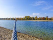 Cable sobre un lago Fotos de archivo libres de regalías