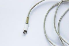 Cable sucio y quebrado del cargador Imagenes de archivo
