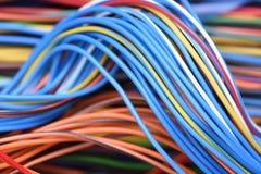 Cable y alambre en sistemas de la red de ordenadores Imagenes de archivo