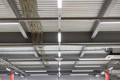 Cableado del techo, marco del techo hecho de perfil del metal imágenes de archivo libres de regalías