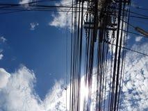Cableado eléctrico dañado foto de archivo