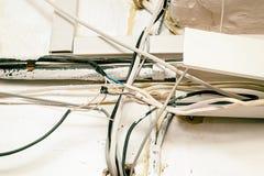 Cableado eléctrico del peligro fotos de archivo