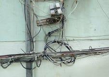 Cableado eléctrico peligroso fotografía de archivo libre de regalías