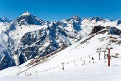 Cablecarril alto en las montañas Fotografía de archivo libre de regalías