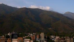 Cablecarril en la ciudad de Caracas, Venezuela almacen de video