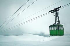 Cablecarril en las montañas cárpatas Foto de archivo libre de regalías