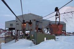 Cablecarril viejo al carbón que transporta en Longyearbyen, Spitsbergen ( Fotografía de archivo libre de regalías