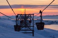 Cablecarril viejo al carbón que transporta en Longyearbyen, Spitsbergen Imagen de archivo libre de regalías