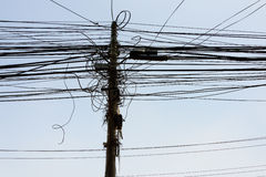 Cables électriques à Katmandou Image libre de droits