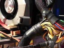 Cables électriques - processeur graphique sur la carte mère Photos stock