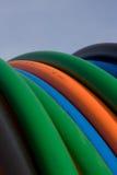 Cables anaranjados, azules, verdes de la telecomunicación Imagenes de archivo