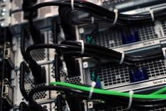 Cables de transmisión en datacenter Fotografía de archivo