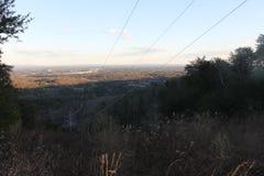 Cables de transmisión en las montañas Foto de archivo