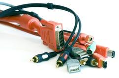 Cables del vídeo y del ordenador, gatos y enchufes Imágenes de archivo libres de regalías