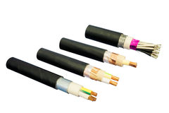 Cables eléctricos aislados en el fondo blanco Imágenes de archivo libres de regalías