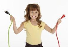 Cables eléctricos de explotación agrícola de la niña fotografía de archivo libre de regalías