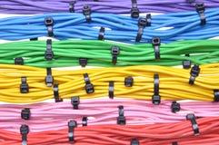 Cables eléctricos de los colores con las bridas de plástico Fotos de archivo libres de regalías