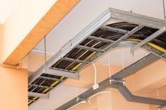 Cables eléctricos dentro del edificio Imagenes de archivo