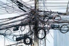 Cables en un pilón concreto en Tailandia fotografía de archivo libre de regalías
