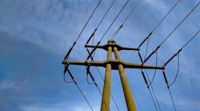 Cables y alambres de tensi?n imágenes de archivo libres de regalías