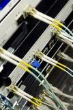Cables y servidores de la red en los media d de una tecnología Fotos de archivo libres de regalías