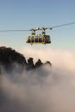 Cableway επάνω από τα σύννεφα στοκ εικόνες