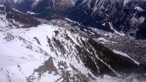 Cableway οι καμπίνες οδηγούν κάτω στην αιχμή LE Brevent, Mont Blanc Chamonix, Γαλλία απόθεμα βίντεο