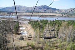 Cableway στα βουνά χωρίς ανθρώπους στοκ εικόνες