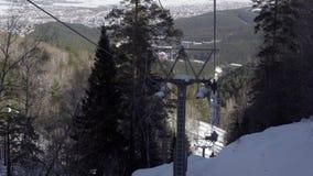 Cableway στα βουνά απόθεμα βίντεο