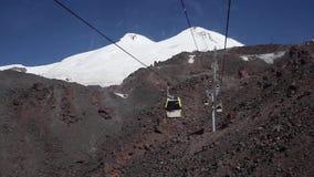 Cableway στην κορυφή Elbrus απόθεμα βίντεο