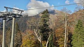 Cableway i bergen, höstnatur Arkivfoto