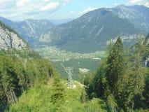 Cableway i fjällängarna, Österrike Arkivfoton