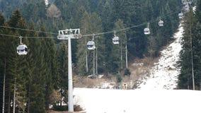 Cableway narciarstwa pracującego terenu szeroki widok zdjęcie wideo