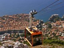 Cableway och Dubrovnik Arkivfoto