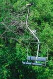 Cableway w zielonym ulistnieniu Zdjęcie Royalty Free