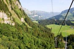 Cablewayen över Engelberg Arkivfoto