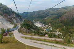 Cablewayen till Medeu Arkivfoto