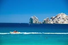 Cabo圣卢卡斯小船在海洋 库存图片