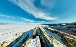 Cabo aéreo ancho de la roca del chamán en el amanecer en la isla de Olkhon, La Fotos de archivo