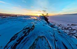 Cabo aéreo ancho de la roca del chamán en el amanecer en la isla de Olkhon, La Fotografía de archivo libre de regalías