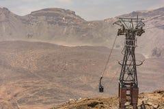 Cabo aéreo do parque nacional de Tenerife que reserva alcançar o acampamento base em Pico Teide Canary Islands, Espanha imagens de stock royalty free