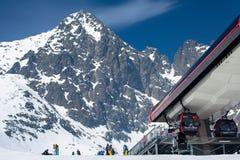 Cabo aéreo moderno em tatras altos, Eslováquia Foto de Stock Royalty Free