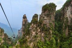 Cabo aéreo no parque natural das montanhas do Avatar de Tianzi - Wulingyuan China fotografia de stock royalty free