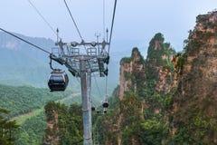 Cabo aéreo no parque natural das montanhas do Avatar de Tianzi - Wulingyuan China imagem de stock royalty free