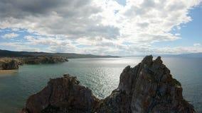Cabo Burkhan el lago Baikal Tiro a?reo metrajes