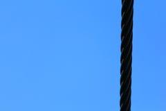 Cabo de aço e céu azul Imagem de Stock