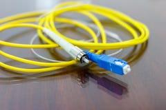 Cabo de fibra ótica para o sistema de rede Fotos de Stock Royalty Free